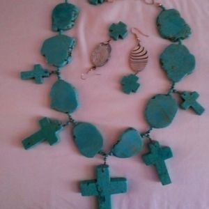 Turquoise necklace and earrings with mother of Pea
